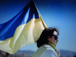 Elena Roush with Ukraine's flag